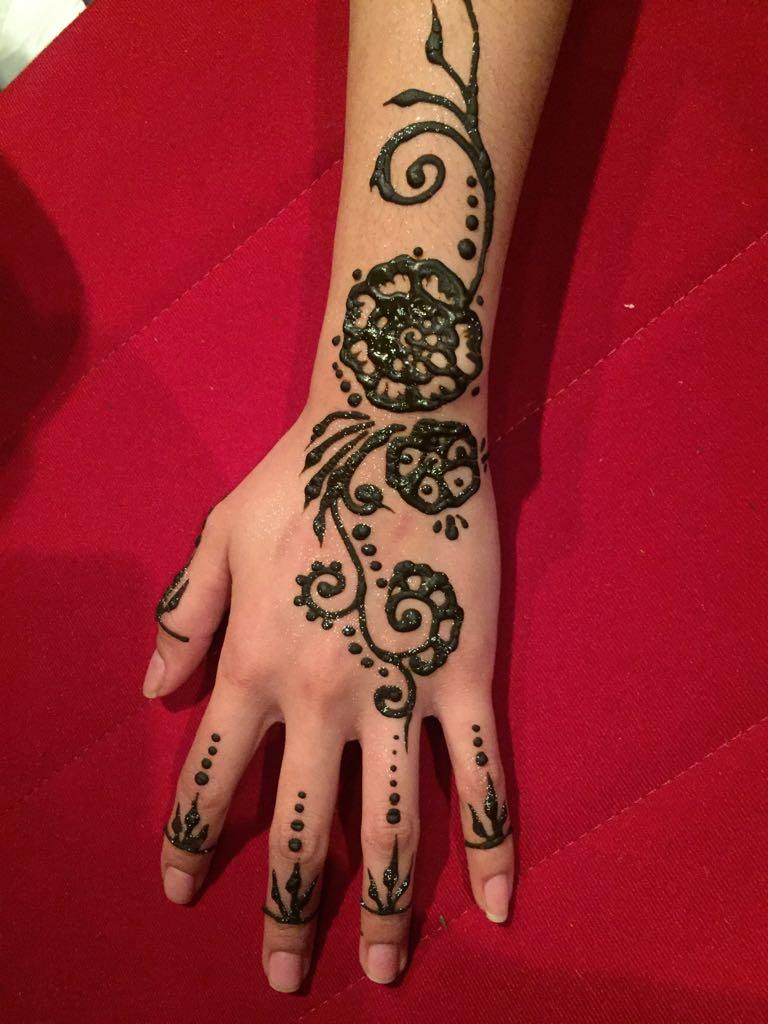 tatouage temporaire henné main